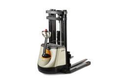Crown SX3000 walkie straddler